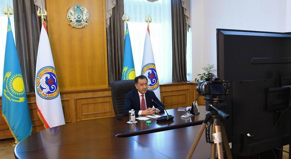 Деньги есть, маски не снимать. Что важного сказал аким Сагинтаев за два часа общения в онлайн-формате