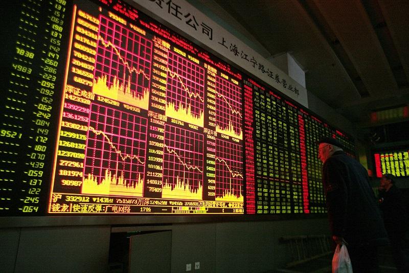Китайские биржевые индексы упали на 8% на фоне коронавируса