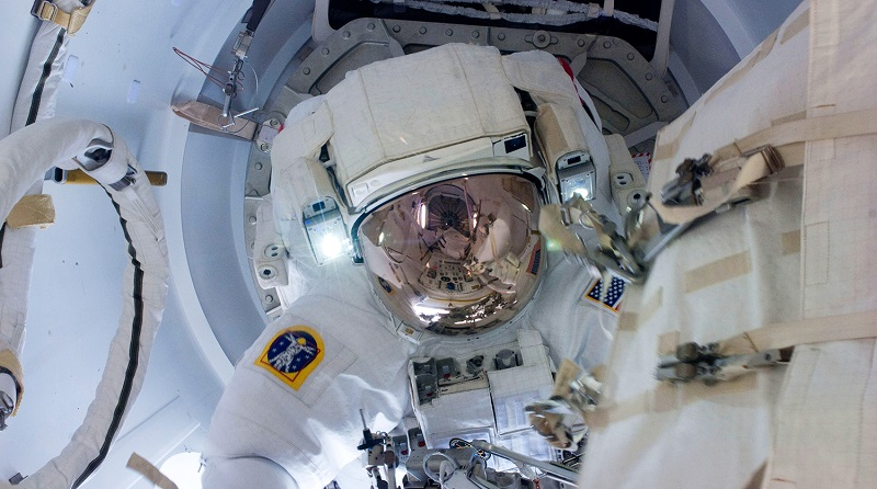 Астронавты NASA готовятся к предстоящим выходам в открытый космос с борта МКС