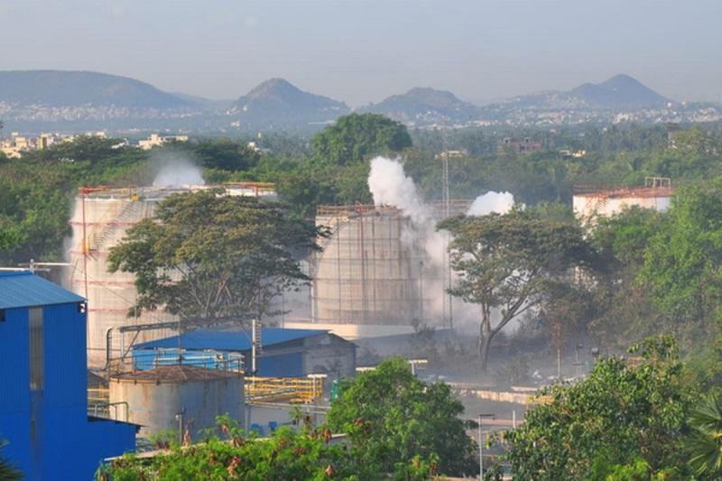 Тысячи человек пострадали из-за утечки газа на заводе в Индии