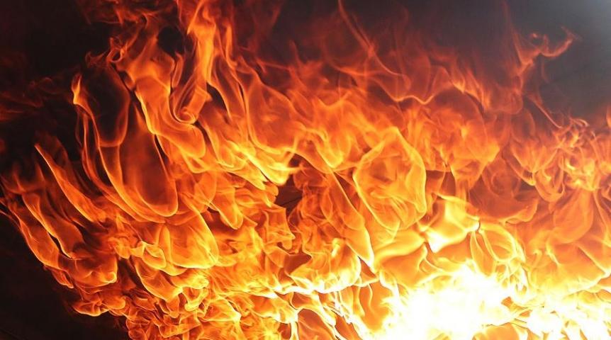 В Нур-Султане горит универсальный рынок