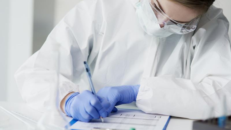 Более 1200 медработников получили выплаты из ГФСС в связи с заражением COVID-19 и пневмонией