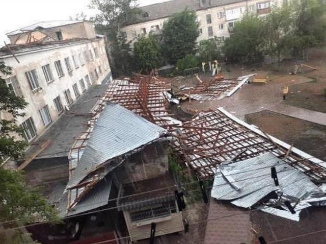 Павлодар облысында қатты жел мектеп, демалыс базасы мен қонақүйдің шатырын қиратты