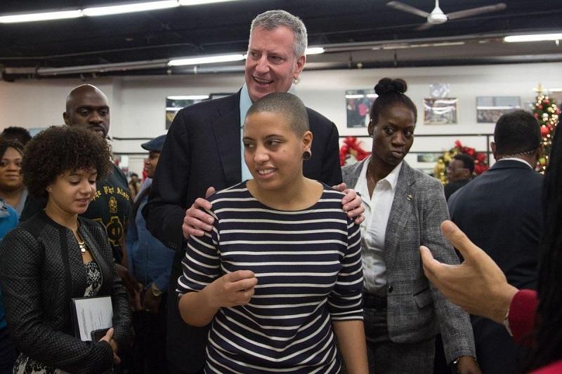 Дочь мэра Нью-Йорка арестована за участие в протестах в связи с гибелью афроамериканца