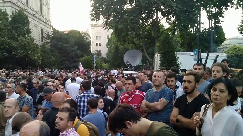 Грузинская оппозиция возобновила митинг в Тбилиси