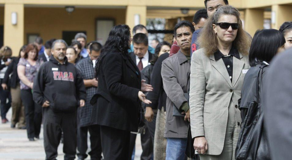 Коронавирус рекордно ударил по занятости в США
