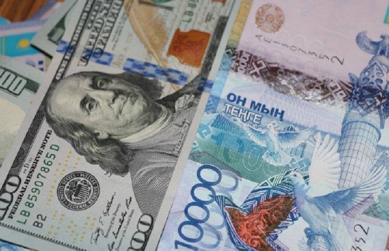 Доллар торгуется за 375,90 тенге