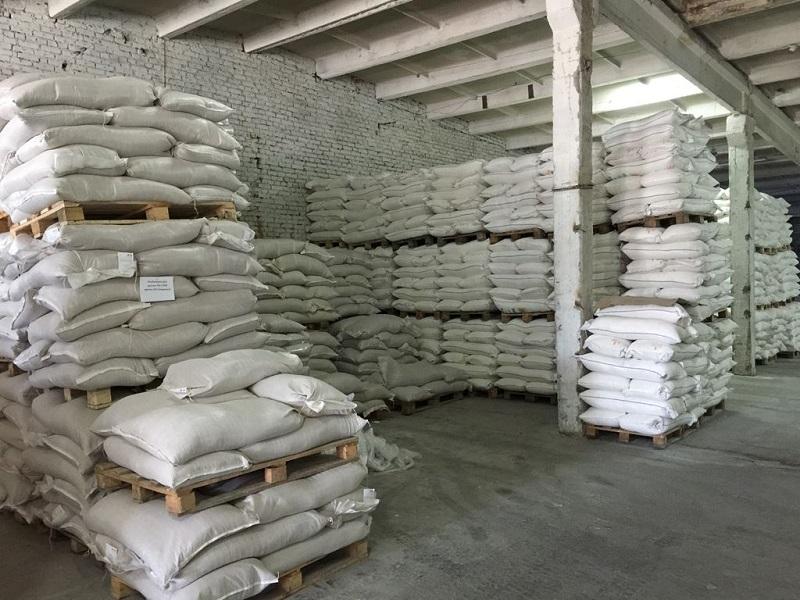 300 тонн муки пытались вывезти под видом цемента из Казахстана