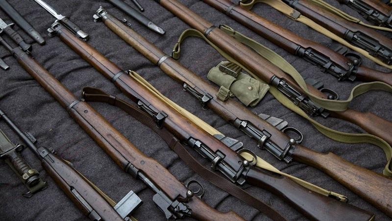 США выслали на родину казахстанца, осужденного за контрабанду оружия