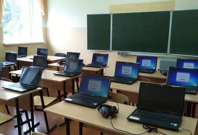 Оснастить компьютерами школы и семьи поручил президент
