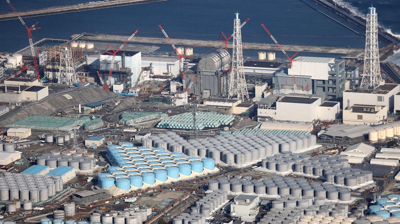 """Экологи обеспокоены планами Японии слить в океан радиоактивную воду с АЭС """"Фукусима-1"""""""