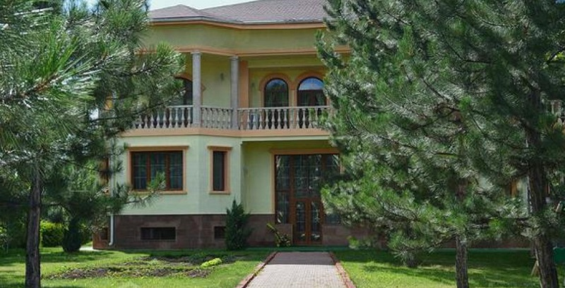 В ВКО резко вырос спрос на аренду особняков