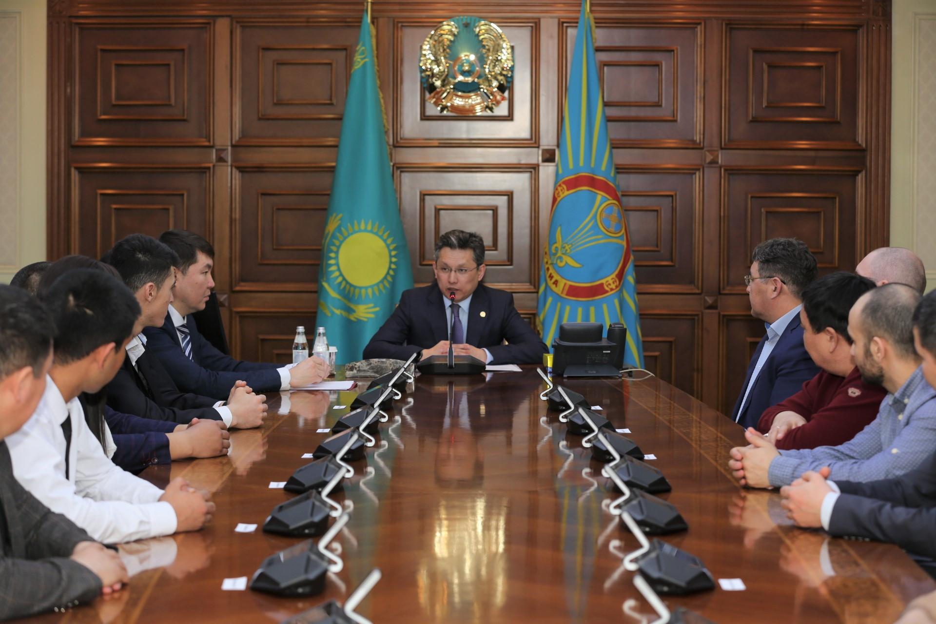 Бахыт Султанов встретился с медработниками, спасавшими участников аварии 26 марта