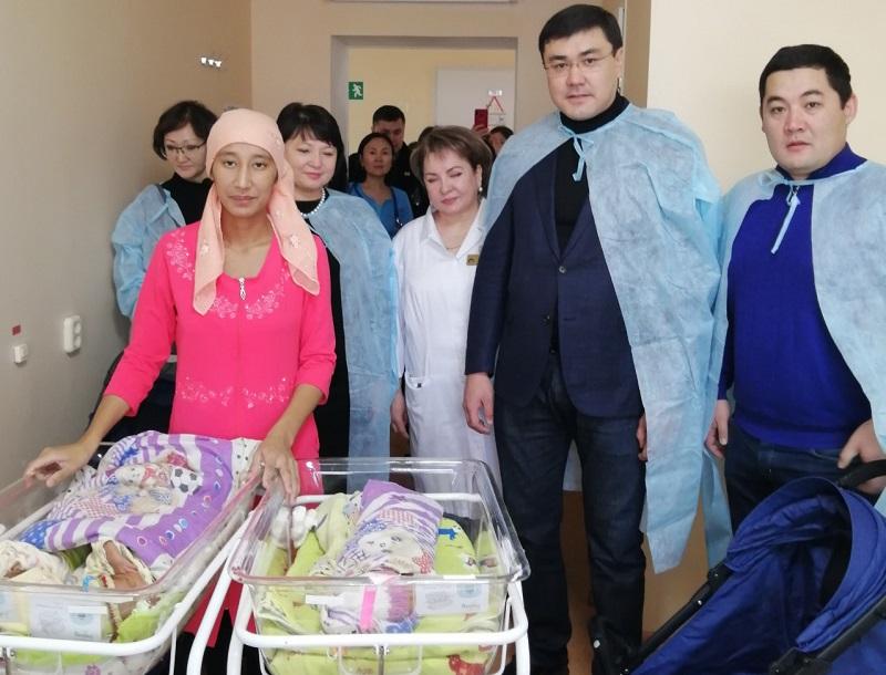 В День Первого Президента в столице родились 22 ребенка