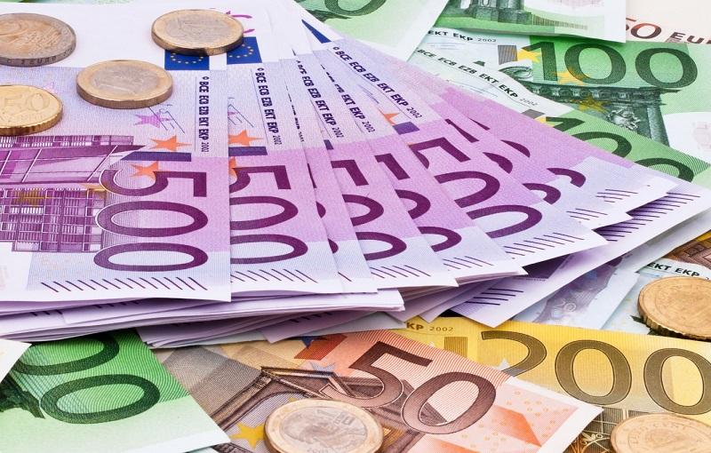 В Казахстане сократился спрос на евро