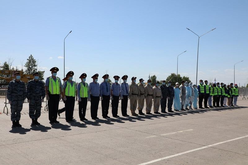 В Нур-Султане наградили всех, кто работал на блокпостах