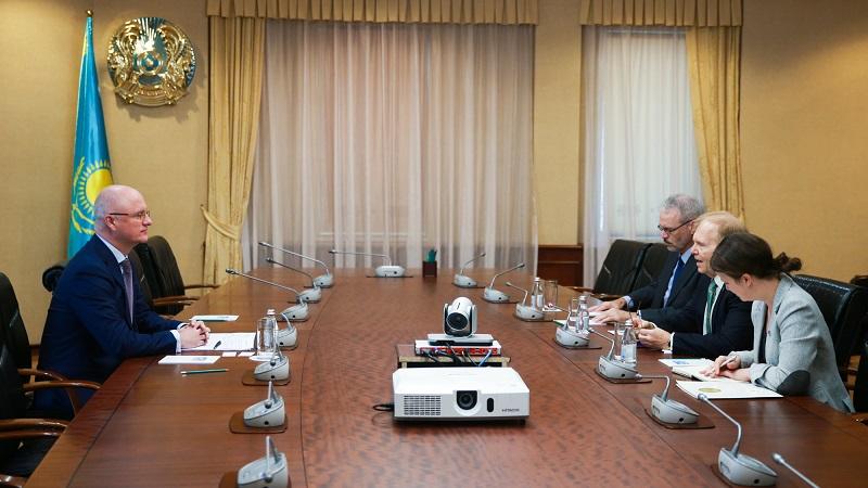 Роман Скляр встретился с чрезвычайным и полномочным послом США в РК