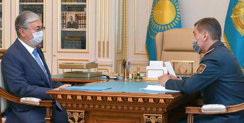 Президент РК поручил главе минобороны повышать уровень образования военнослужащих