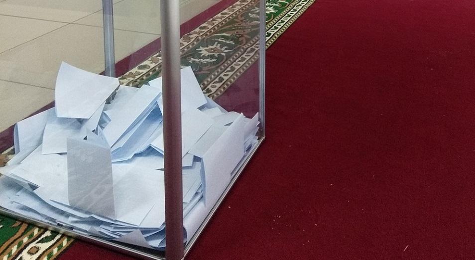 Поток избирателей на участки Костанайской области не прекращается ни на минуту