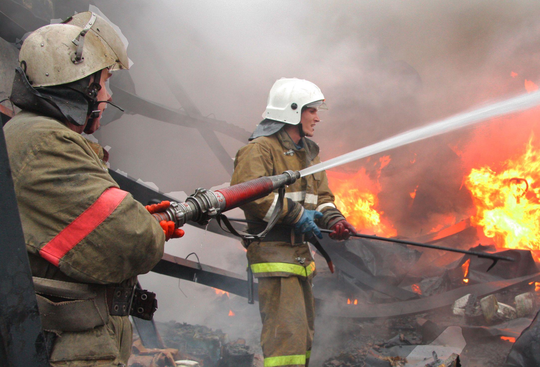 Огнеборцы Туркестанской области потушили пожар в офисе АО «Казпочта» г. Кентау