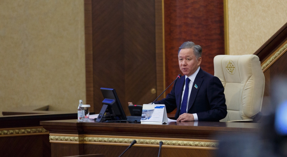 Нигматулин – Бозумбаеву: «Как бы с газом не получилось, как с дорогами»