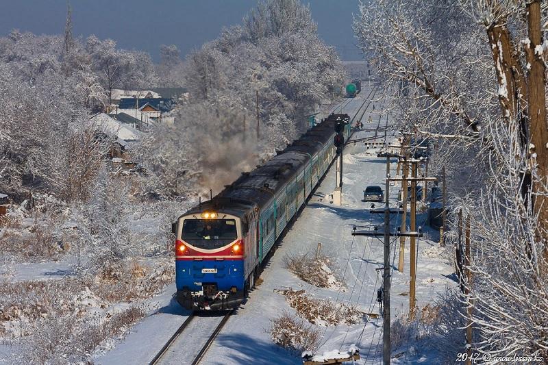 Поезд Уральск – Алматы со 182 пассажирами застрял в Караганде из-за неисправности