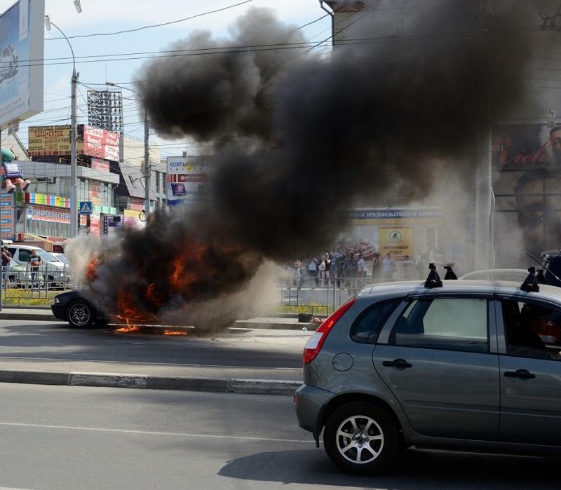 В Алматы сгорел полицейский патрульный автомобиль