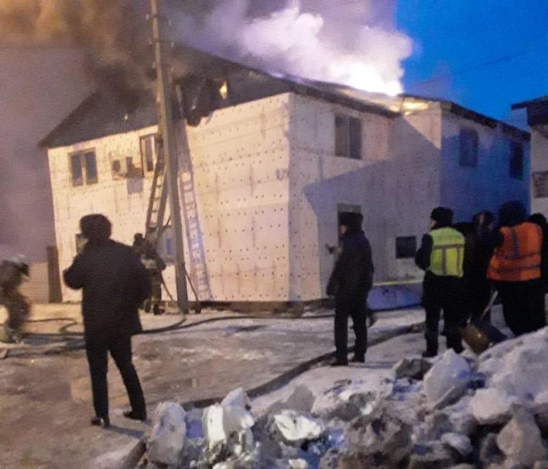 В Коктале сгорело двухэтажное общежитие