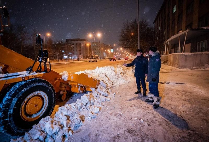В столице при обильных осадках ежедневно вывозят свыше 2,5 тыс. КамАЗов снега