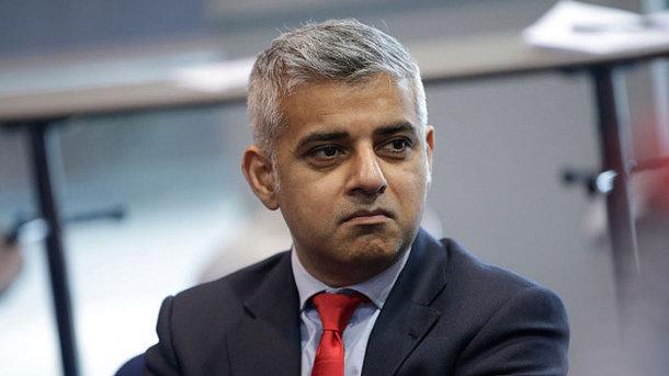 Мэр Лондона сократил себе зарплату из-за пандемии COVID-19