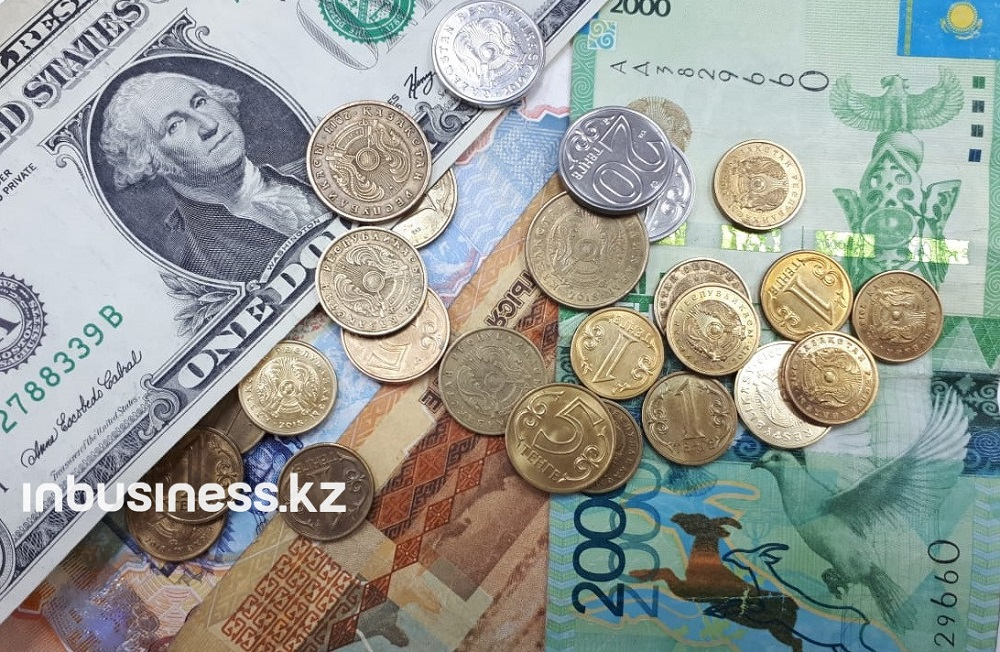 Доллар на KASE торгуется за 418,14 тенге