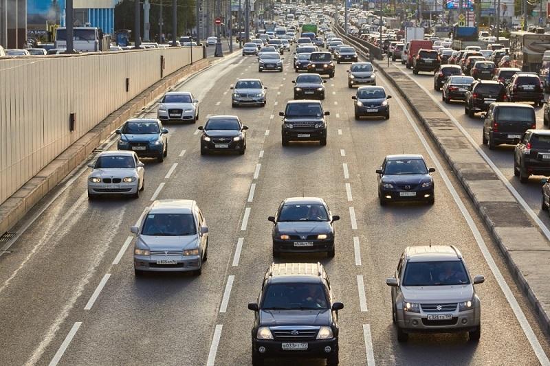 Опрос: 18% россиян имеют больше одной машины в семье