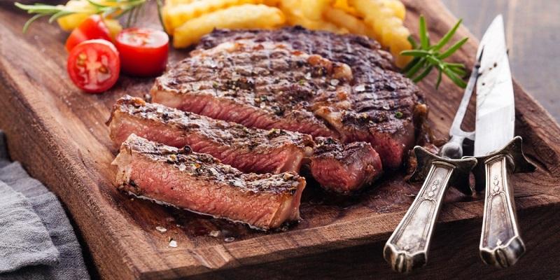 Россияне тратят на мясо почти треть своих расходов на еду
