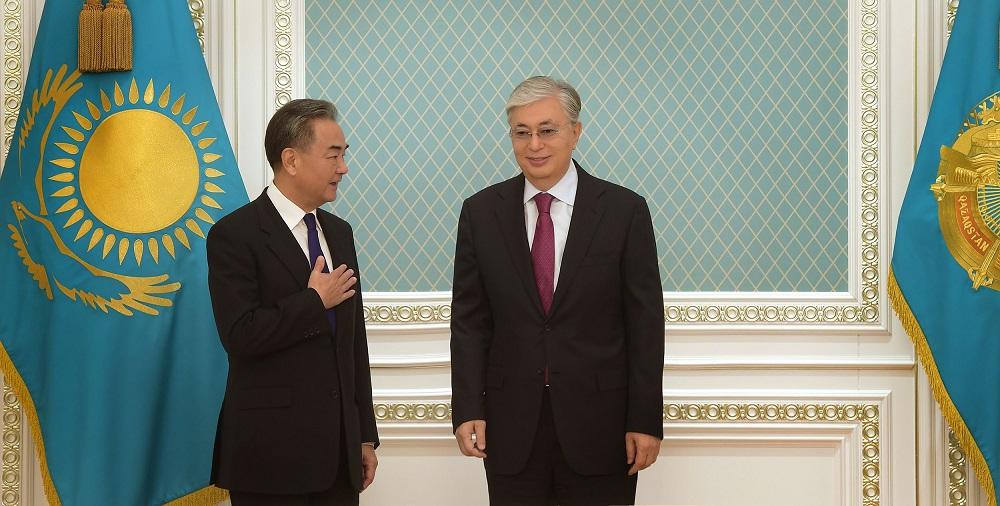 Касым-Жомарт Токаев принял члена Госсовета, министра иностранных дел КНР Ван И