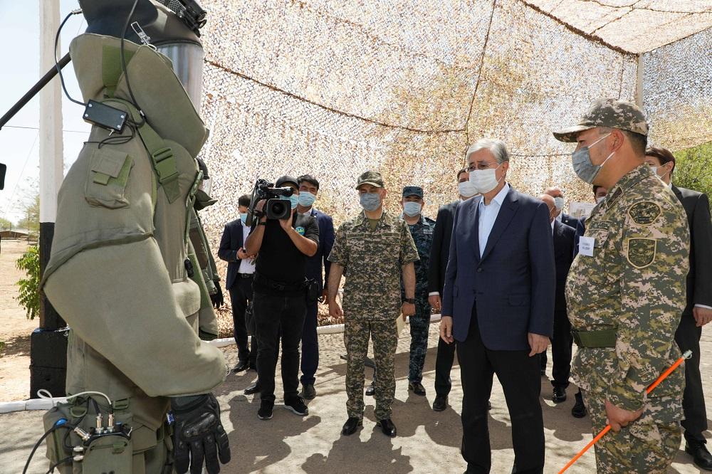 Президент Казахстана посетил военный полигон и ознакомился с ходом восстановительных работ в Арыси