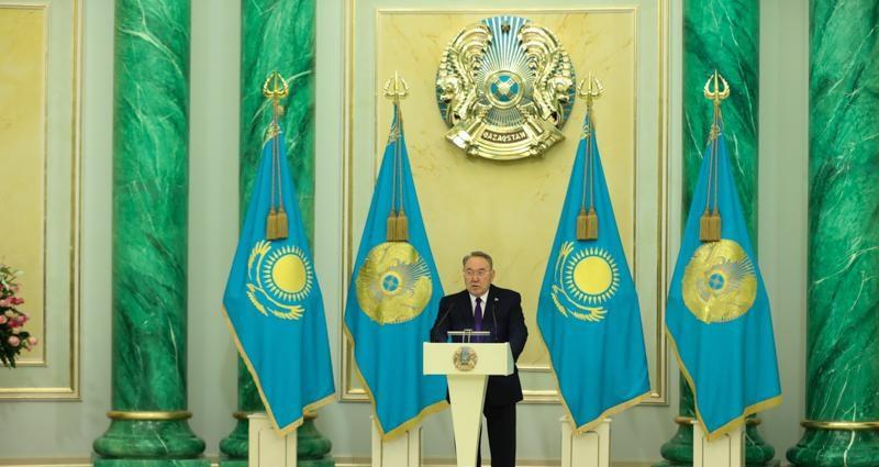 Нурсултан Назарбаев вручил государственные награды
