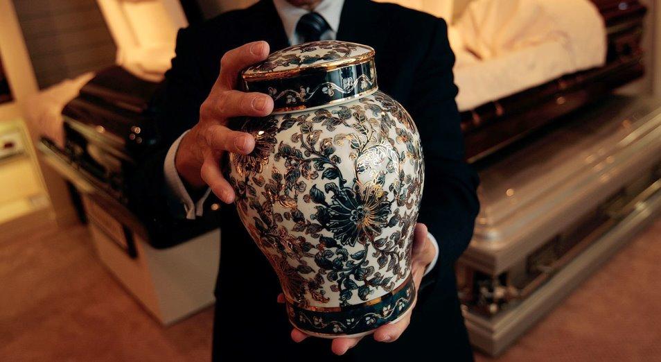 Кто в Казахстане лоббирует интересы традиционного похоронного бизнеса?