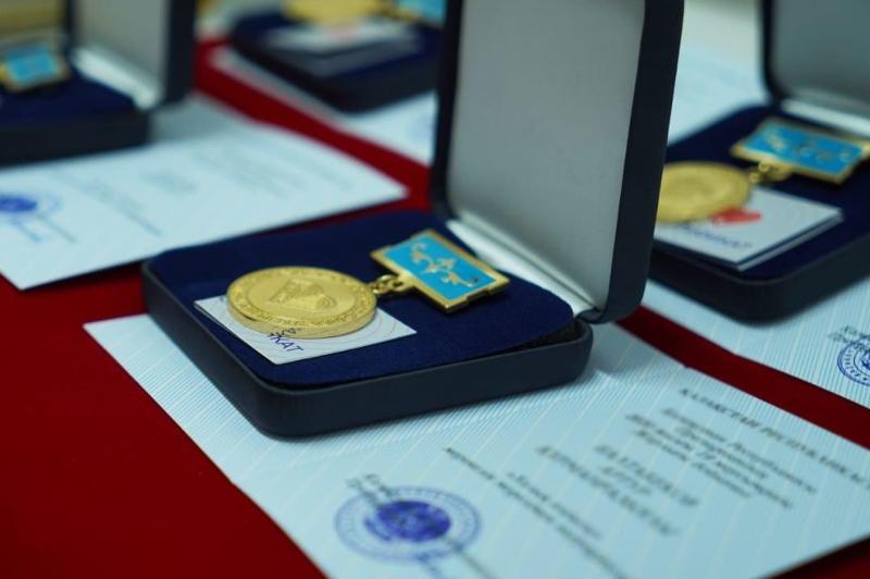 Алматинских меценатов наградили медалью «Халық алғысы»