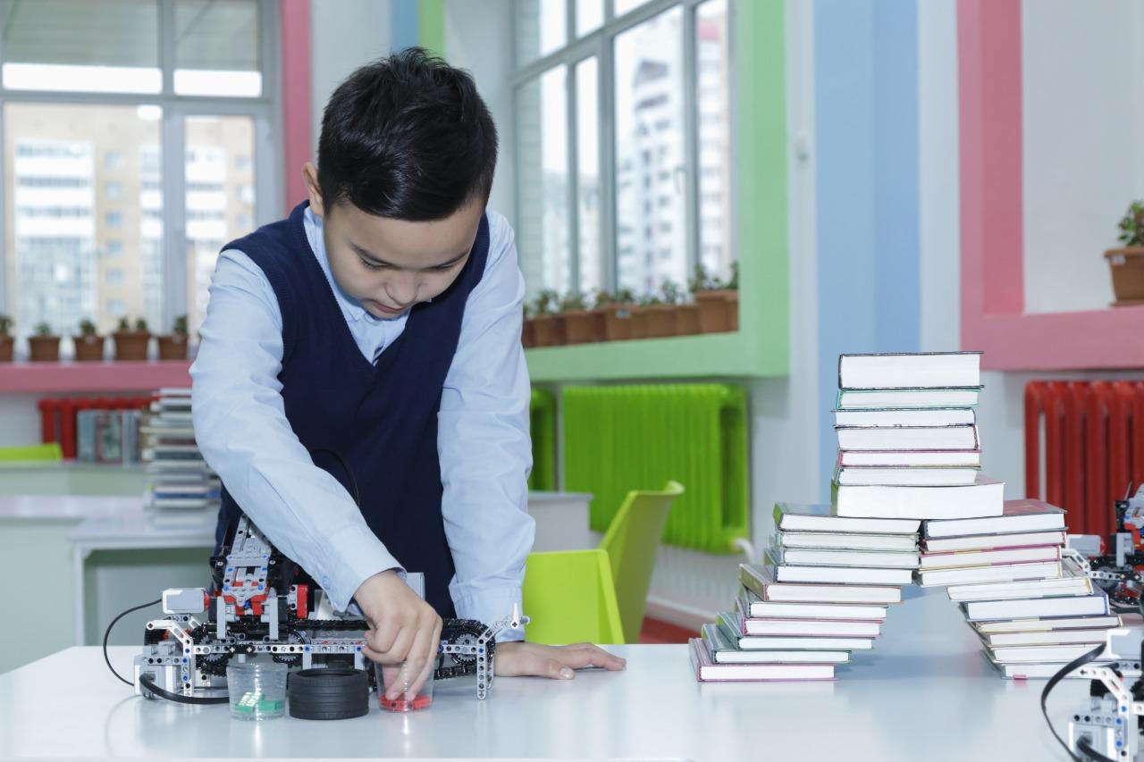 Партия Nur Otan усилит работу по поддержке учителей
