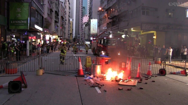 Военнослужащие Китая помогли расчистить улицы Гонконга от баррикад