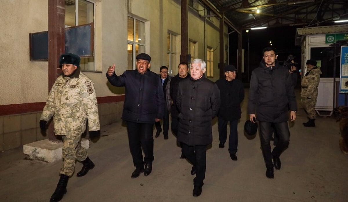 Үкіметтік комиссия түнде жанжал болған ауылдарды аралады