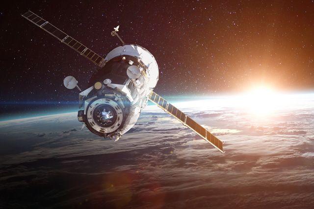 Более 30 спутников OneWeb отправили на Байконур из Флориды