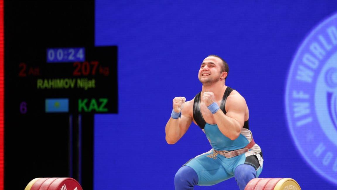 Квалификационный турнир по тяжелой атлетике: у Казахстана три награды