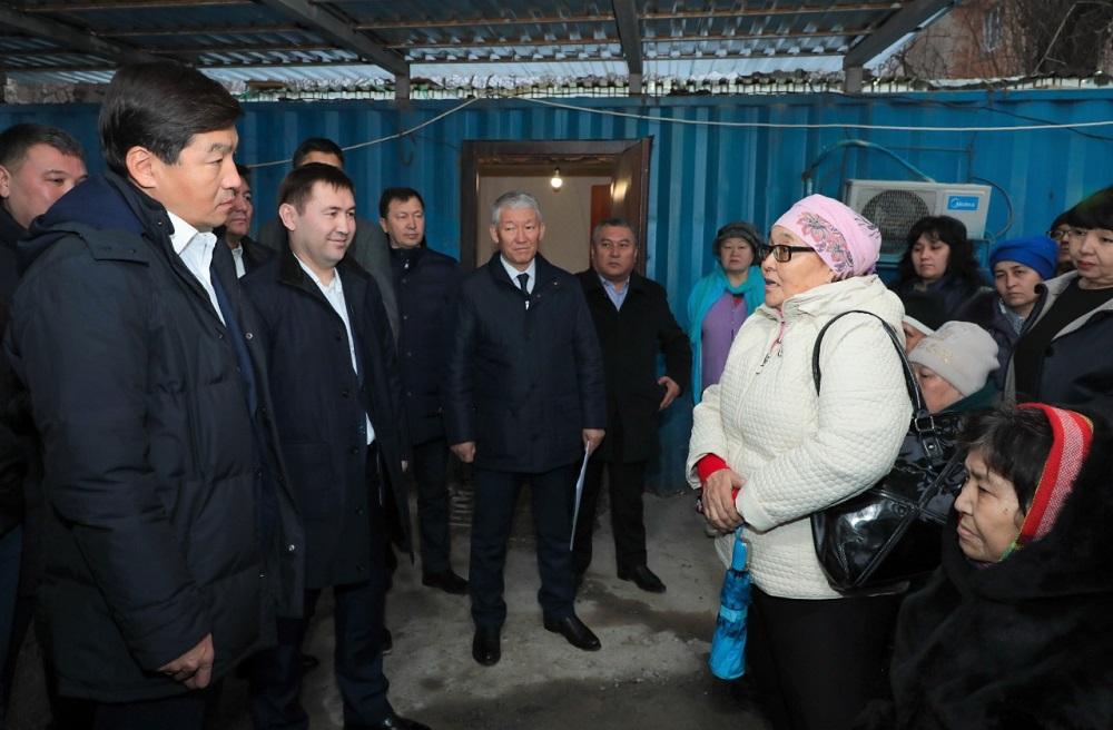 Бауыржан Байбек встретился с жителями сгоревшего многоквартирного дома в Шымкенте