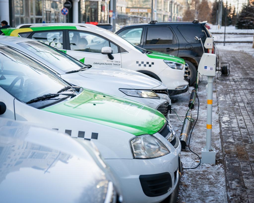 В Нур-Султане установили электроколонки для подогрева автомобилей