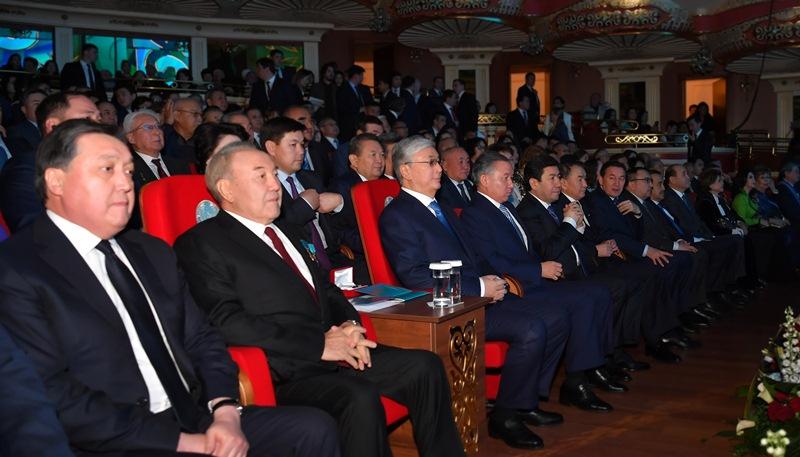 Президент пен Елбасы Тәуелсіздік күніне арналған концертке барды