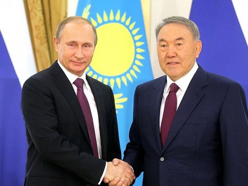 Нурсултан Назарбаев и Владимир Путин поздравили друг друга с праздником Победы