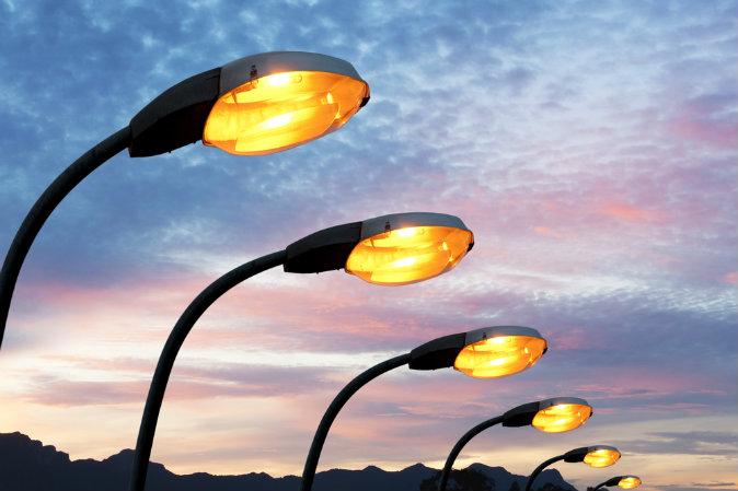 Биыл Алматының 600 көшесіне жарық орнатылады