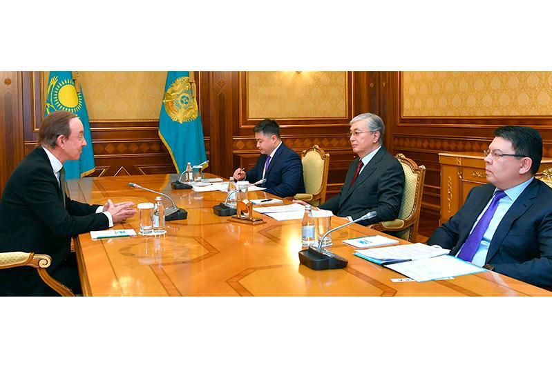 Глава государства принял президента авиакомпании Air Astana Питера Фостера