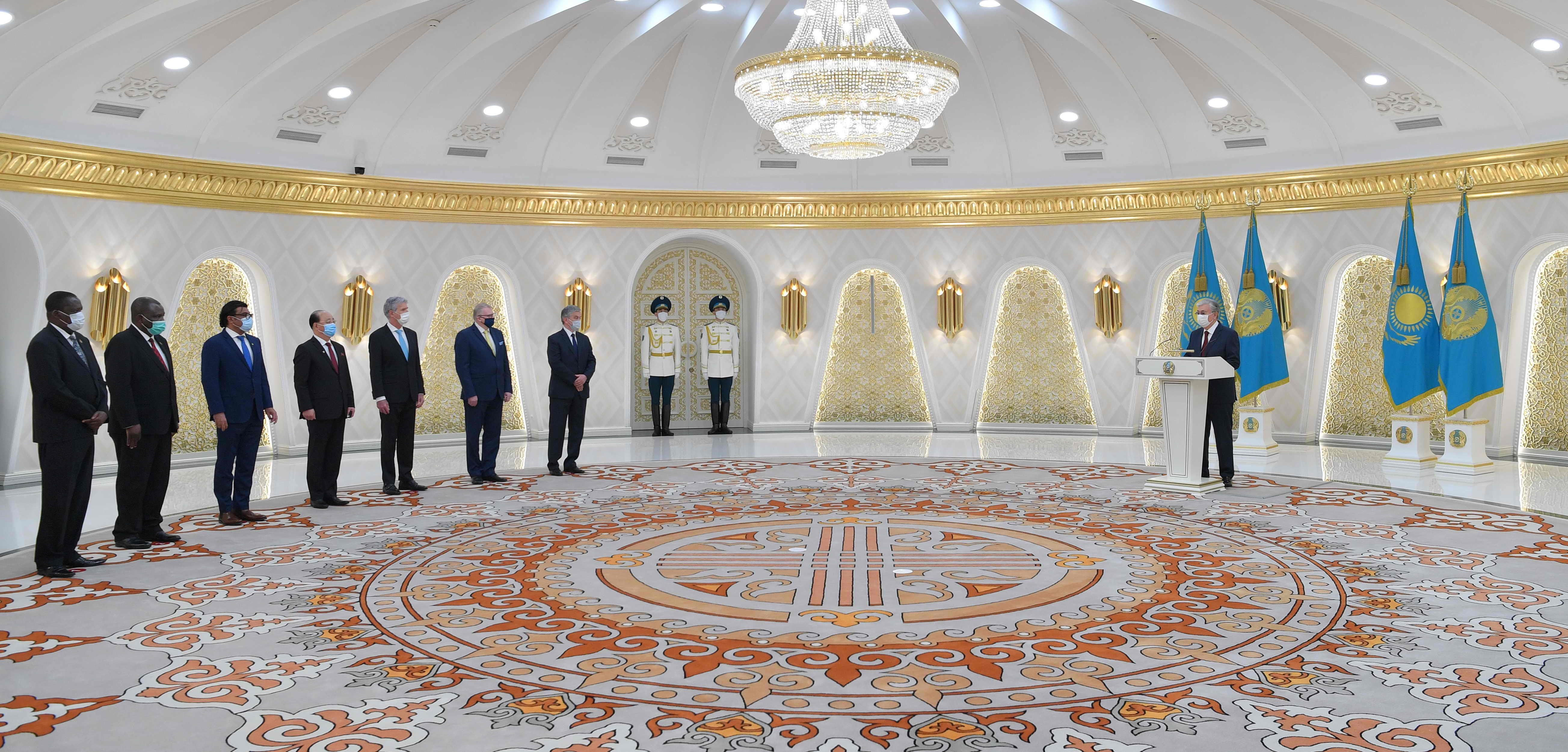 Глава государства принял верительные грамоты у послов ряда государств